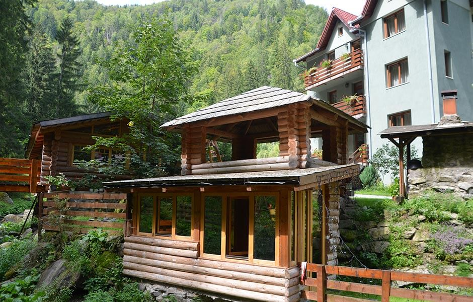 Valea Paradisului cabana foisor pensiune