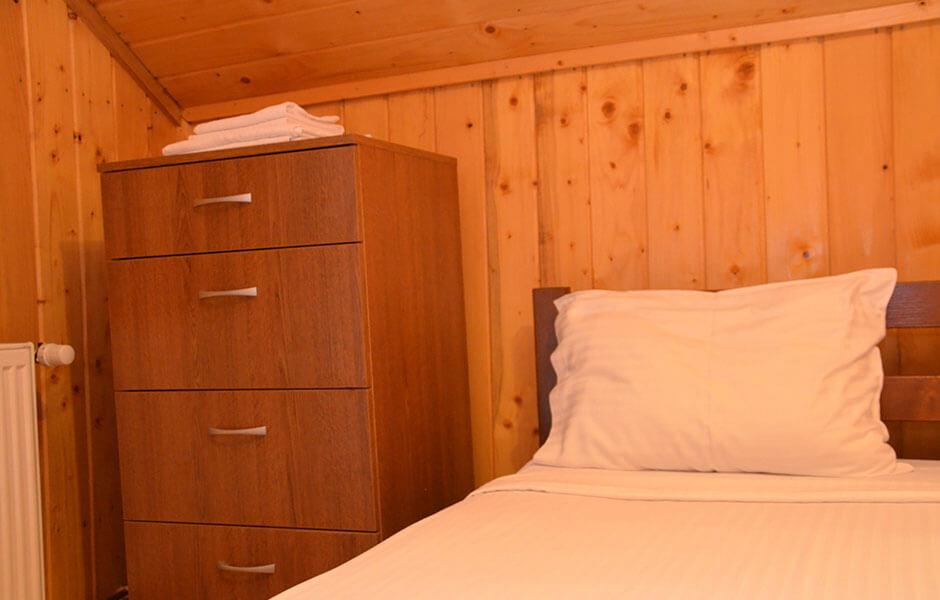 Valea Paradisului cabana camera pat