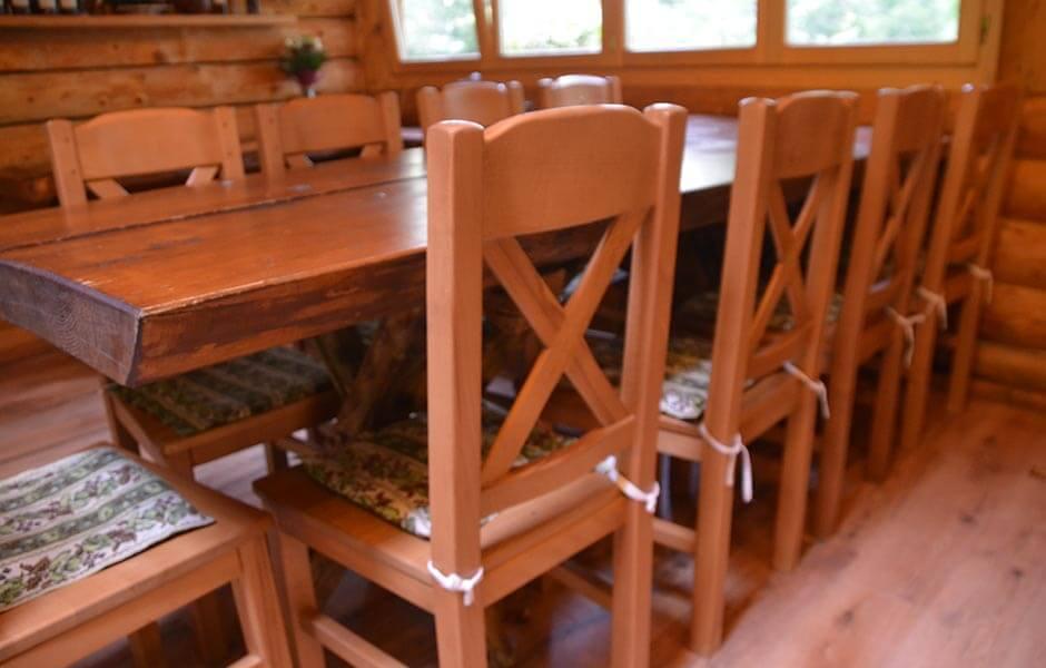 Valea Paradisului foisor mese scaune